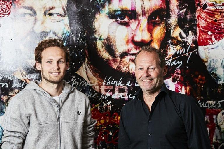 Daley Blind met vader bij popart schilderij